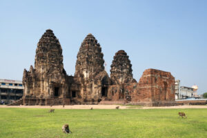 Lop Buri Prang Sam Yot Affentempel Stadt der Affen Thailand