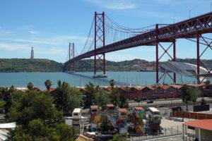 Lissabon LX Factory Aussicht auf die Ponte 25 de Abril