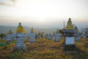 Die 1000 Buddhas beim Golden Rock in Myanmar.