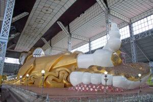Bago der liegende Buddha in der Shwe-tha-lyaung-Pagode in Myanmar