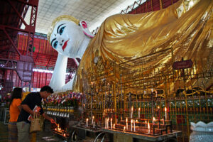 Der liegende Buddha in Yangon in Myanmar (Burma)