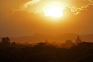 Sonnenuntergang über Bagan in Myanmar