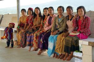 Mount Popa Myanmar burmesische Pilgerinnen