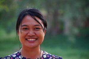 Bagan Mount Popa Myanmar Strahlen Burmesen Burmesinnen Lächeln Guide Thinzar
