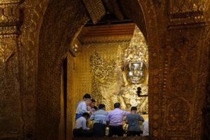 Mandalay in Myanmar Mahamuni Pagode