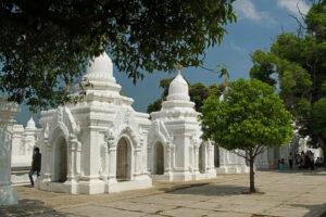 Mandalay in Myanmar Kutho-daw-Pagode das größte Buch der Welt