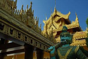 Mandalay in Myanmar Kyauk-taw-gyi-Pagode mit dem Buddha, der aus einem Marmorblock gefertigt wurde