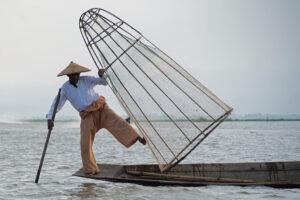Inle See in Myanmar Einbeinruderer / Einbeinfischer