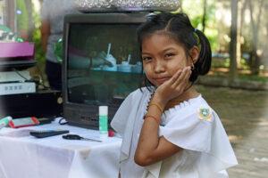 Myanmar Kinder mit mehr oder weniger Strahlen
