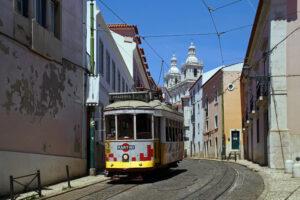 Lissabon legendäre Linie 28 Tram Straßenbahn Alfama Castelo
