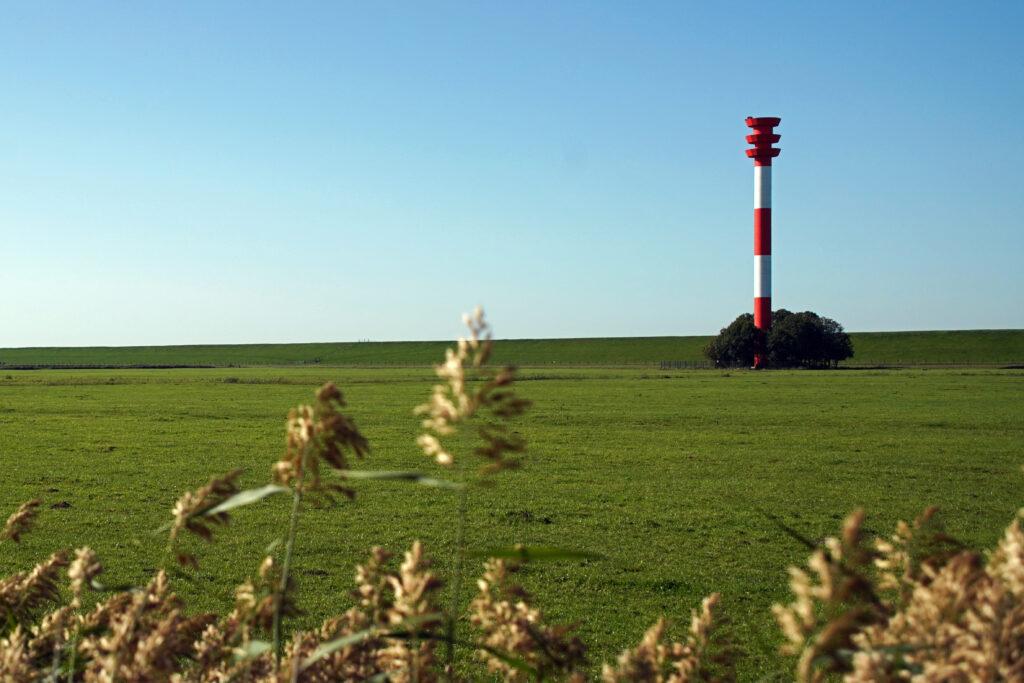Nordsee Leuchtturm Tossens auf der Halbinsel Butjadingen